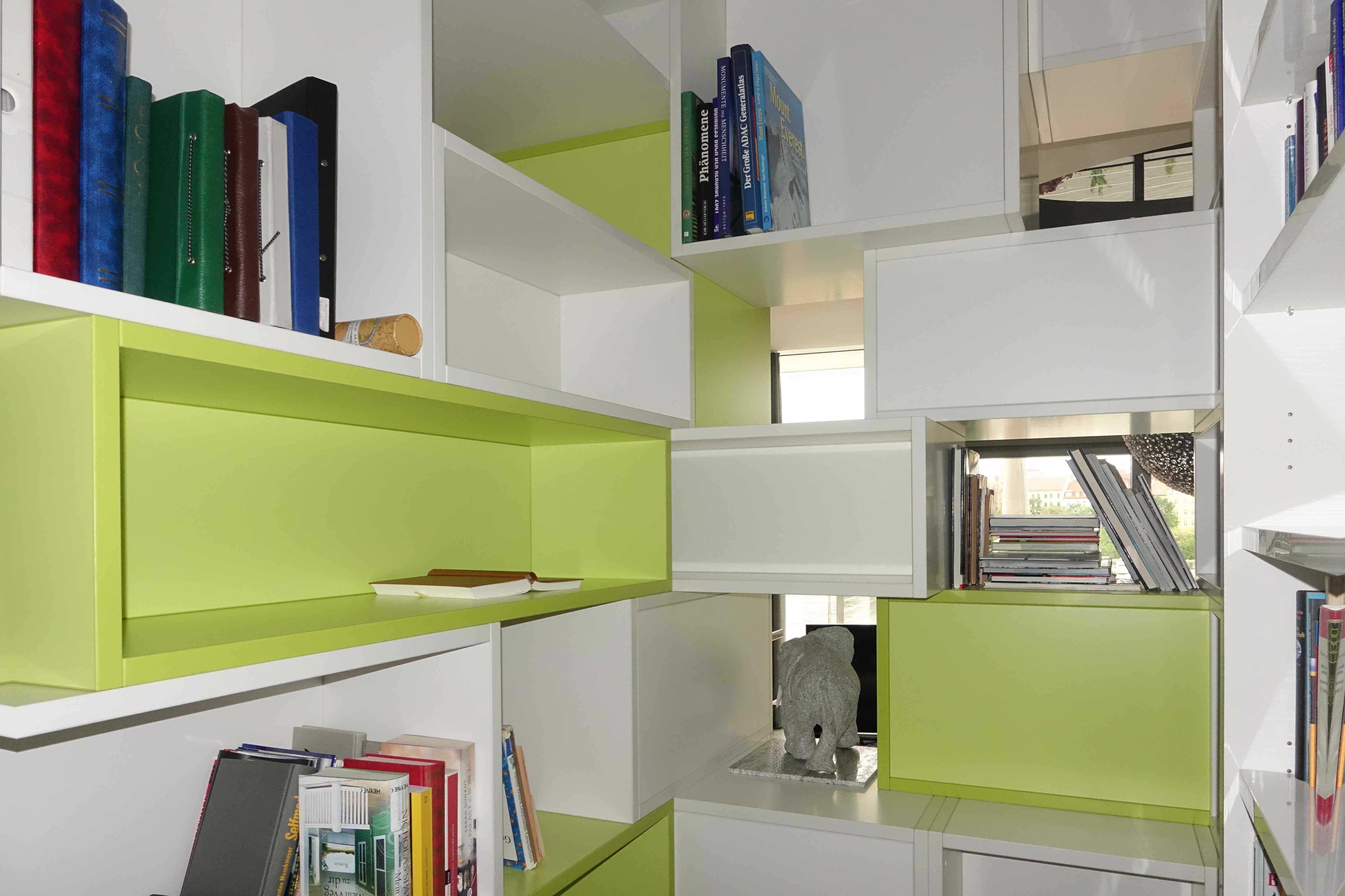 Bücherregal VillaM Rueckansicht
